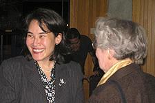 Dr. Mochizuki greets GTU professor emerita Jane Dillenberger